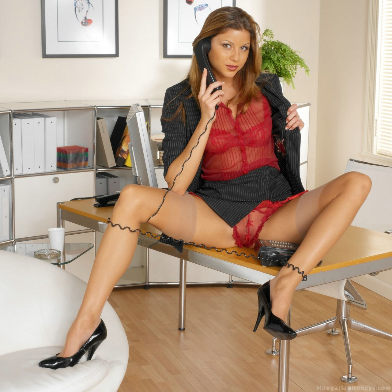 image British milf jane bond frigs her fanny in the study